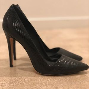 Alice & Olivia black leather snakeskin look heel
